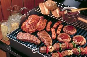 Come scegliere il barbecue: a gas o a legna?