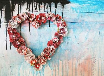 Tutorial Fuoriporta-Ghirlanda a forma di cuore, con carta riciclata e dipinta.