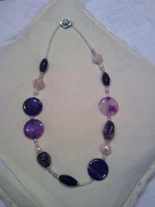 ametista,quarzo rosa,perle naturali,agata fumè,baguette in vetro,fiore in madreperla(60 euro)