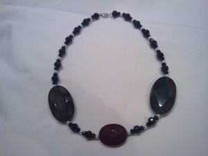 collana a girogola realizzata in agata,cristallo nero,perle naturali e chiusura a moschettone in metallo(45 euro)