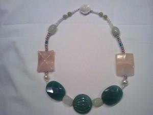 giada,quarzo rosa,agata,perle naturali,fiore in madreperla(50 euro)