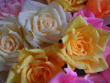 Le rose in carta crespa di Emidia