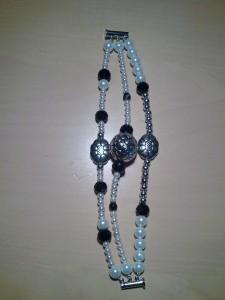perle naturali,cristallo nero,sfere in agata nera e metallo rodiato,componenti metalizzati(25 euro)