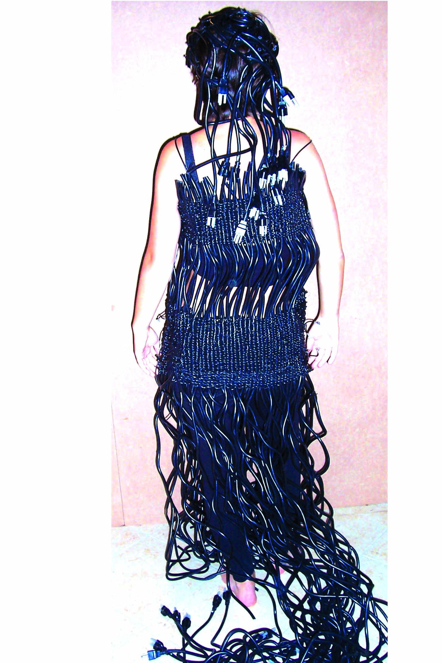 Il vestito di Erica, realizzato con materiale riciclato